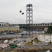 Helytakarékosan közlekedő városi kabinpár - Brest új felvonója