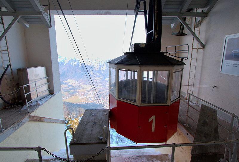 800px-Predigtstuhlbahn_bergstation.jpg