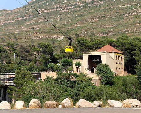 800px-Aeri_de_Montserrat_cable_car-wiki.JPG