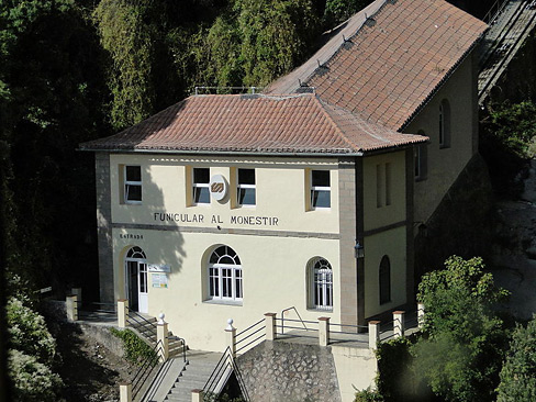 800px-Funicular_de_la_Santa_Cova-wiki.jpg