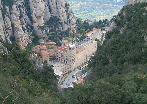 800px-Montserrat_abbey_from_upper_station_of_Saint_John_funicular-wiki.JPG