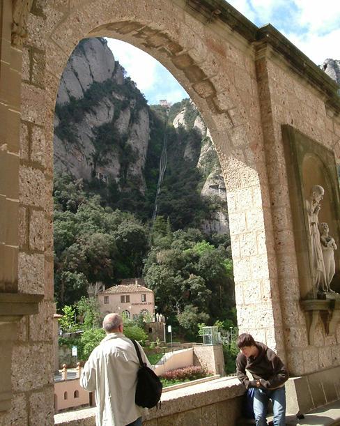 Montserrat_Funicular1-wiki.jpg