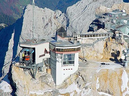 tiroler-zugspitzbahn-bergstation.jpg