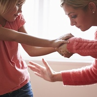 Szeretetlenség vagy pofon – Melyik fér bele a gyereknevelésbe?
