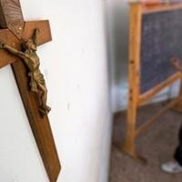 """""""A szentbeszédből semmi nem jött át"""" – egykori egyházi iskolások kereszténységről, hitről és egyházról"""
