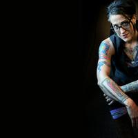 A legkúlabb mai prédikátor egy tetovált, ex-alkoholista, evangélikus nő