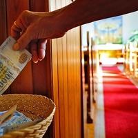 Pénzt vagy időt adjunk az egyháznak?