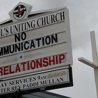 Egyházi kommunikáció: egyet előre, kettőt hátra?