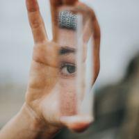 A társad tükröt tarthat eléd
