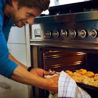 Sütnek, főznek, pelenkáznak – bevetésen a lelkésznők férjei