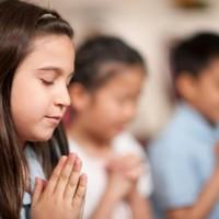 A vallásosak irigyek, az ateisták pedig hülyék?