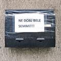 A leragasztott postaláda