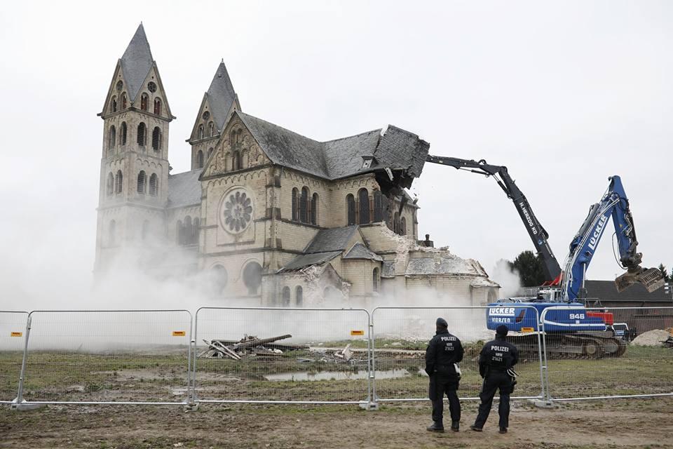 Fabiny Tamás püspök gondolatai a lerombolt német templomról