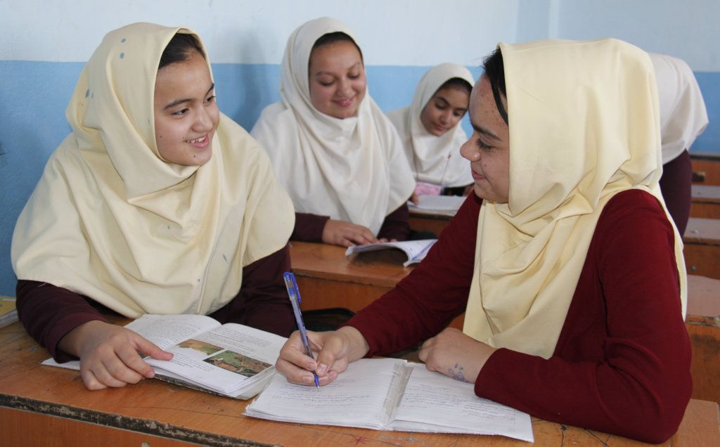 afgan_lanyok_iskola.jpg