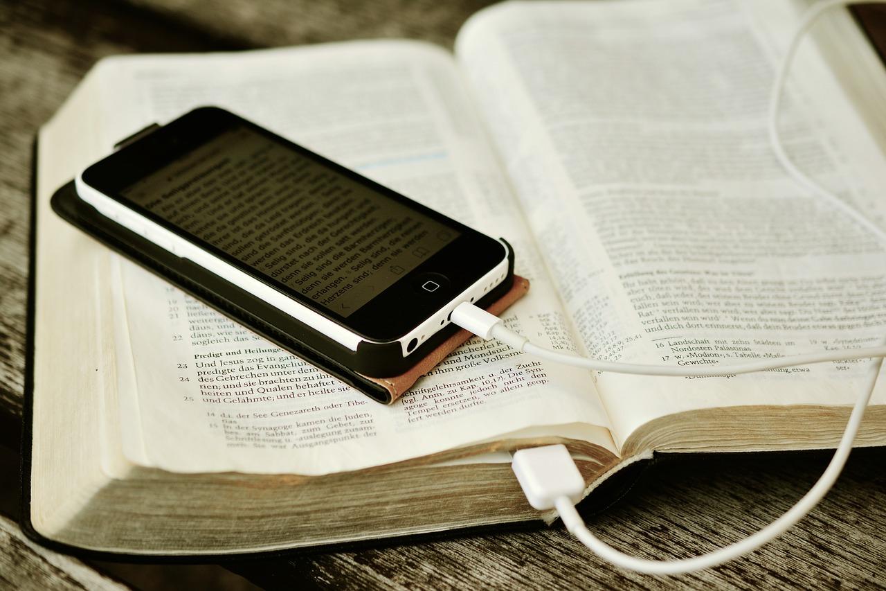 bible-2690295_1280.jpg