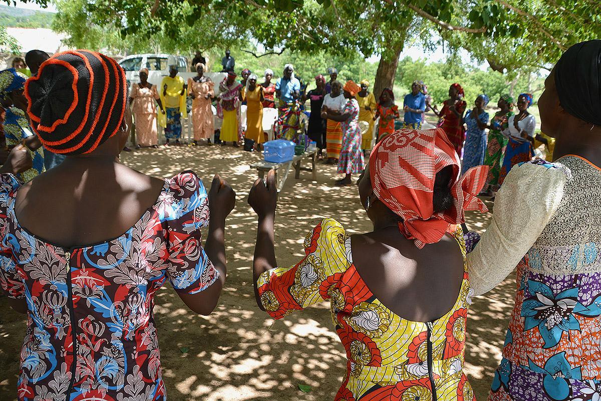 nigeria-hungary-visit-wakka-dancing.jpg