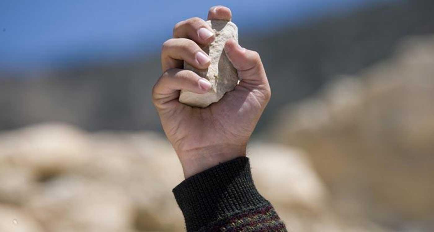 Kődobálás? Egy bibliai szólás eredeti jelentése