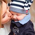 Adsz puszit a gyerek szájára?