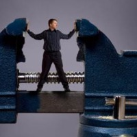 Középvezetők ütközők között – a kétoldalú elvárásoknak való megfelelés a szakmai tudáson túli kihívásokat jelent
