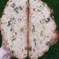 Zöld spárgás kovászos kenyér sült fokhagymával