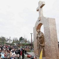 Bontásra ítélték II. János Pál pápa szobrát Franciaországban