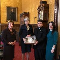 Tűzben edzett Biblia. Theresa May felszólalása a brit parlamentben.