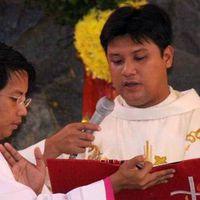 Két golyó a hátába, és meghalt áldásosztás közben a pap