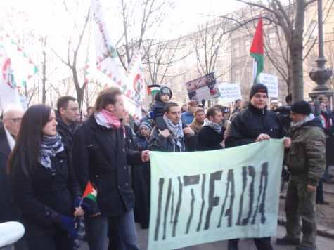 Jobbikos tüntetők terrorra bíztatnak.