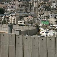 A Nemzetközi Bíróság bontana, Izrael épít