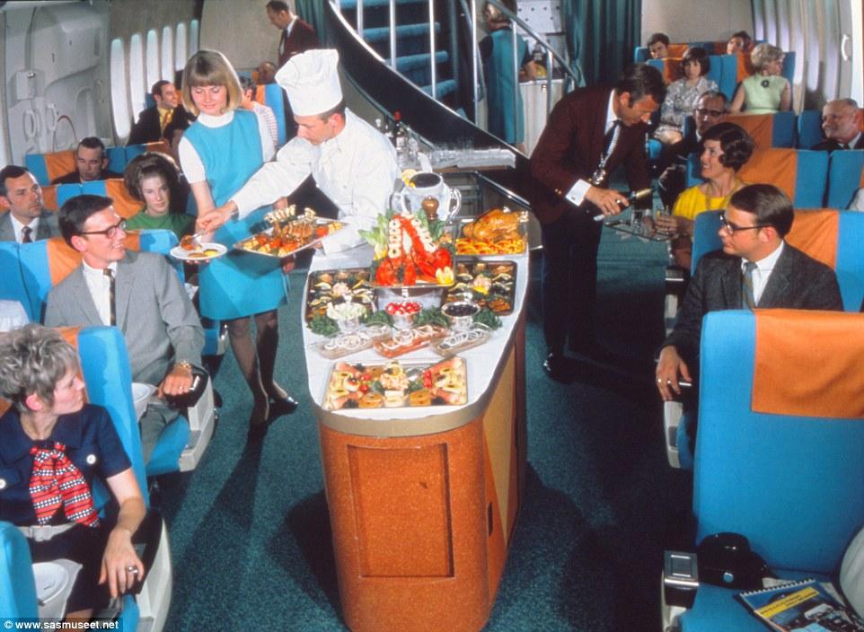 Bocuse d'Or-féle tálalás a levegőben a 70-es években.