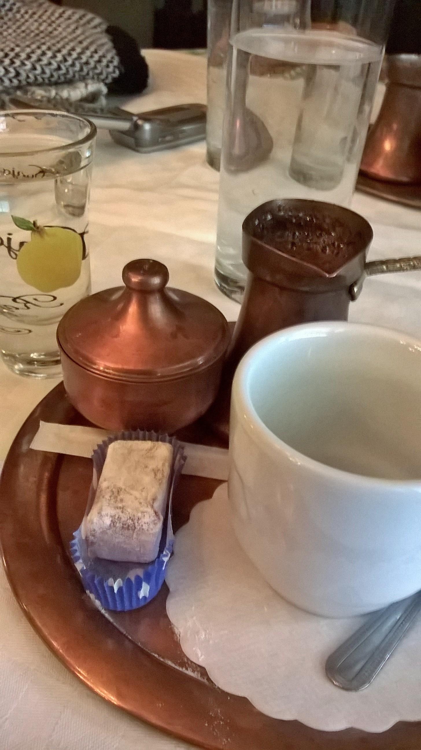 Török vagy házi kávé, ratluk és birsalma pálinka