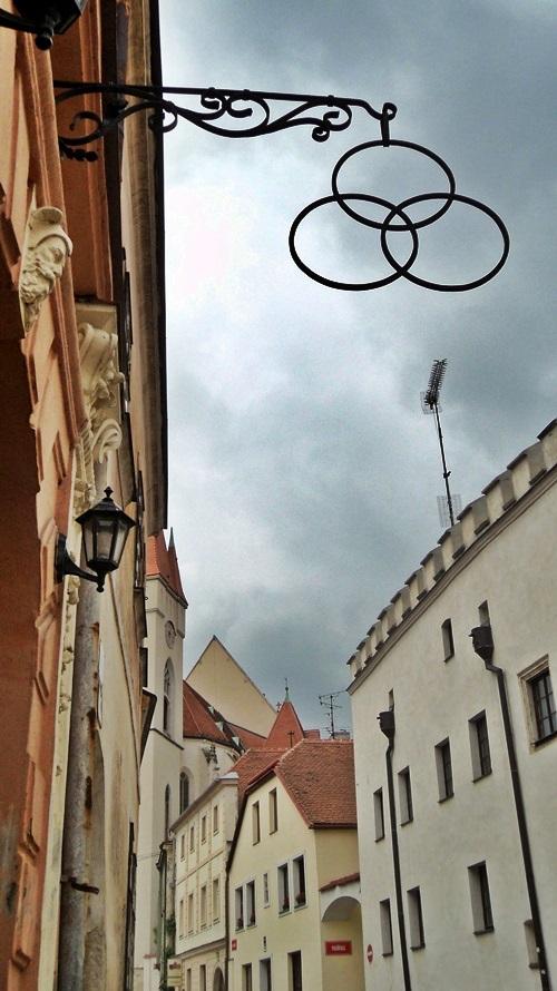 Egy tipikus utca Znojmo központjában
