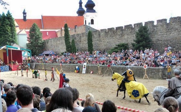 Lovagi torna a Történelmi Szüreti fesztiválon