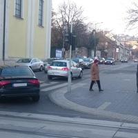 Több tízezer villamossal utazó vs. néhány száz autó – Tarlós Istvánnak végre döntenie kell