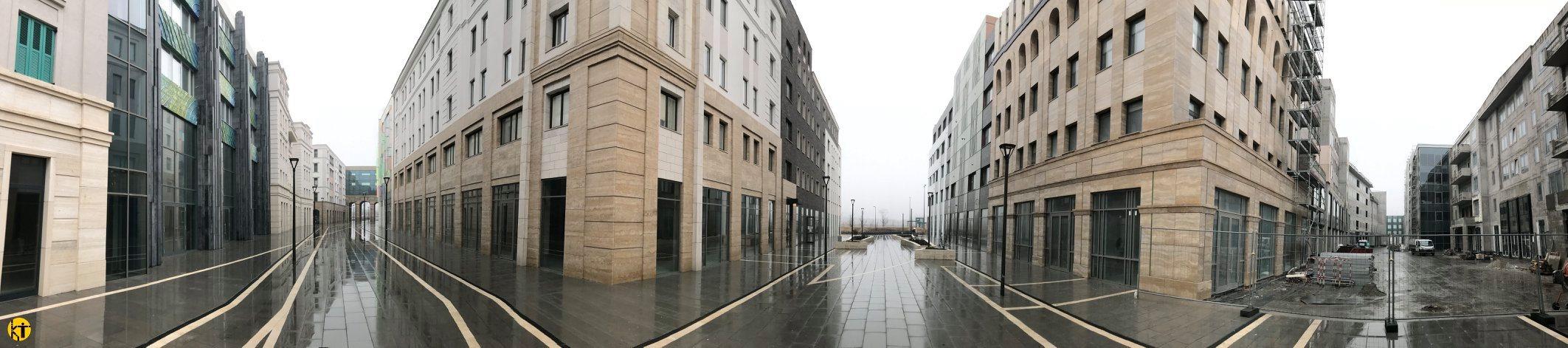 A lakópark beépítettsége a szűk budapesti belvárost idézi: kevés hely maradt a házak között, növényzet lényegében nincs.<br />