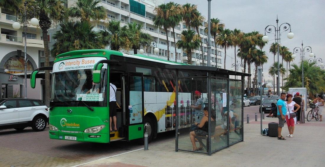 Az Intercity Buses egyik Ankai típusú busza Larnaka, Foinikoudes megállóhelyen