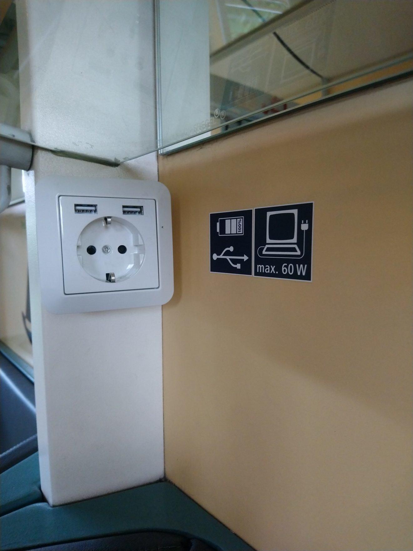 Konnektorok és USB-töltők a Flixtrain egy vonatán: ez ma már alapfelszereltség (Kép: railguideeurope.com)