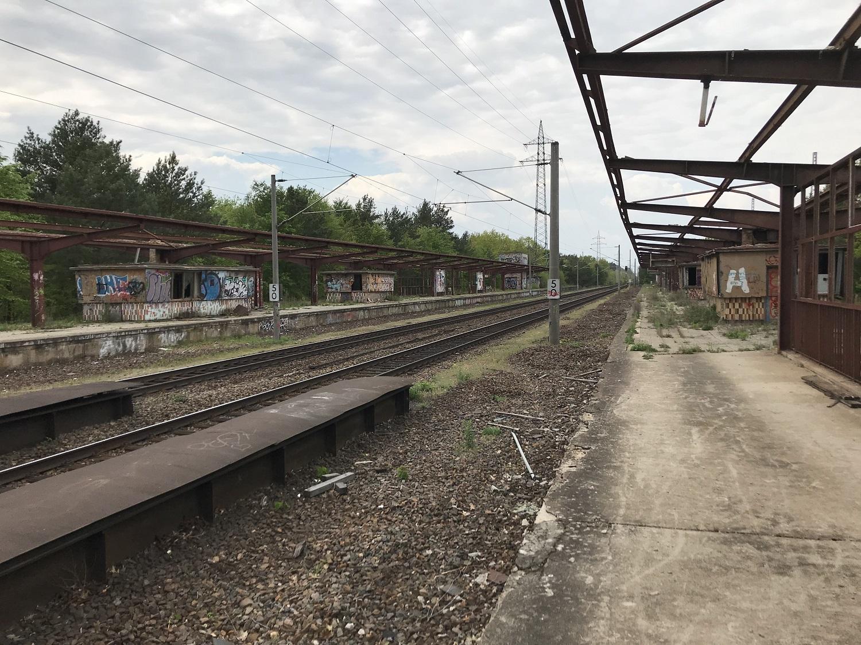 A felső vágányokon már csak áthaladnak a vonatok