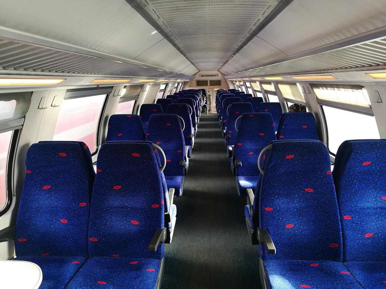 Az előző képeken is látható, Bombardier által gyártott emeletes ingaszerelvények utastere