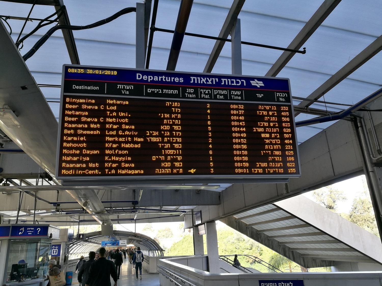 A menetrendi kínálat igencsak bő erre, gyakorlatilag egymást érik a vonatok a vonalon