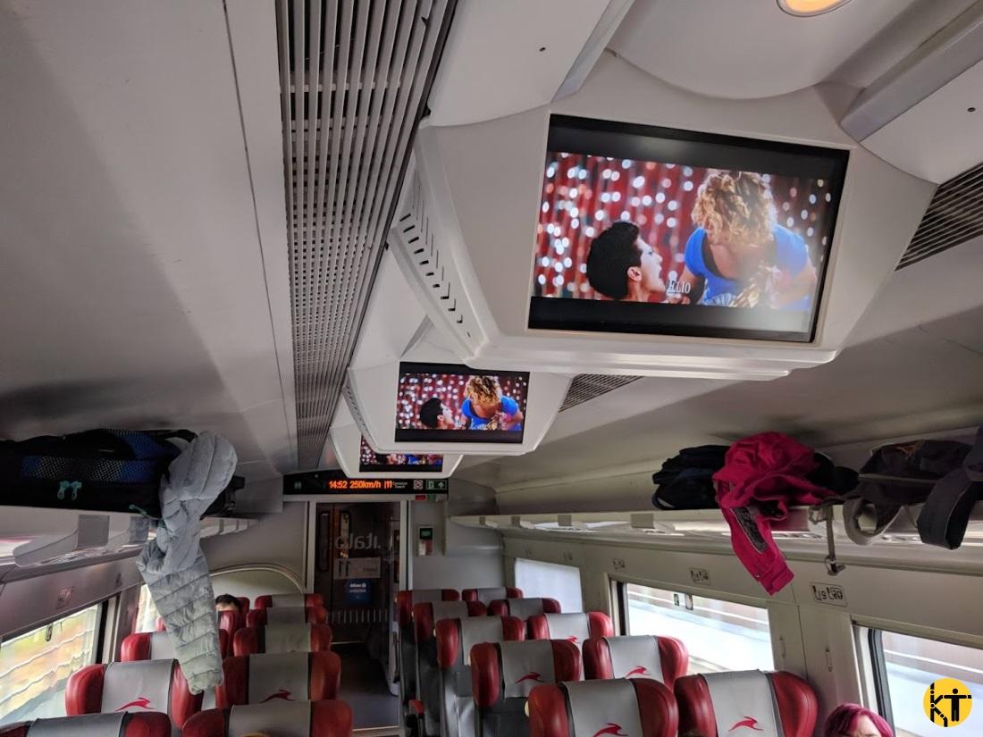 Az Italo olasz magánvasút nagysebességű vonatain 1-1 mozivagon is található, ahol előre meghirdetett program szerinti filmeket vetítik az utasoknak