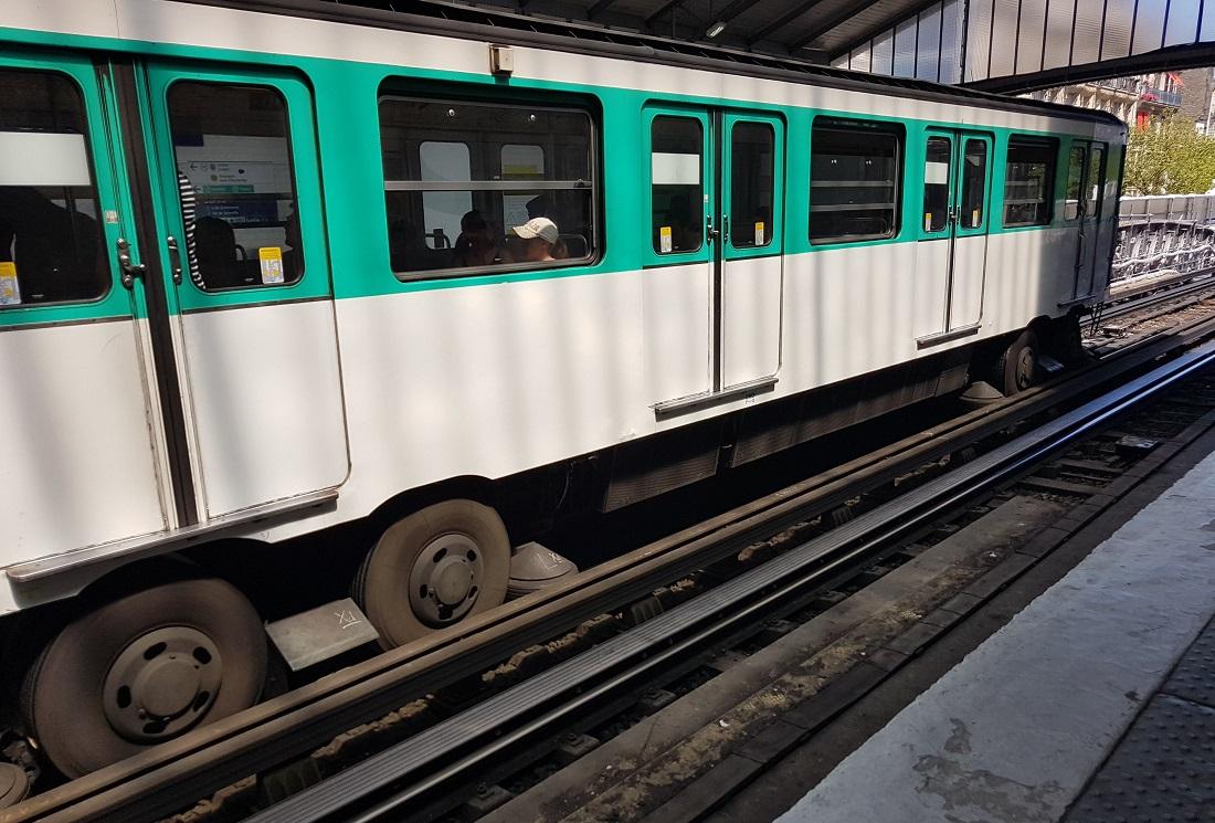 Gumikerekű metró
