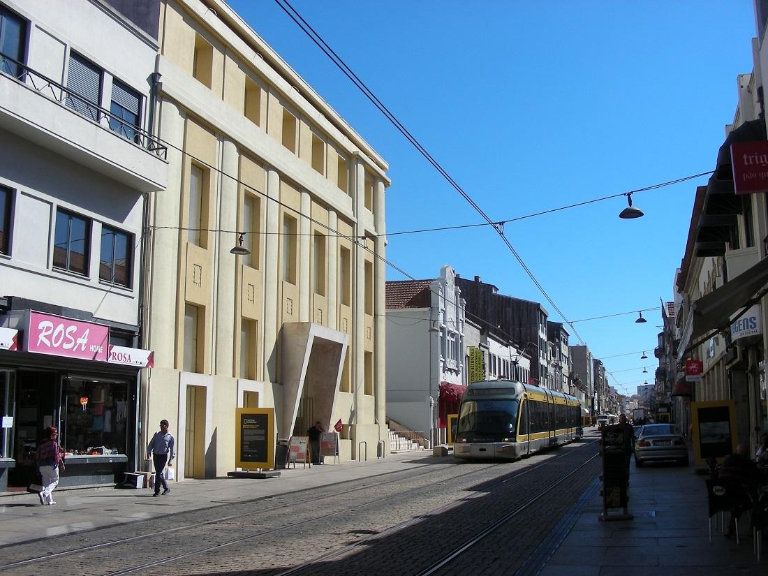 Metró Matosinhos sétálóutcáján. Vagy inkább villamos?
