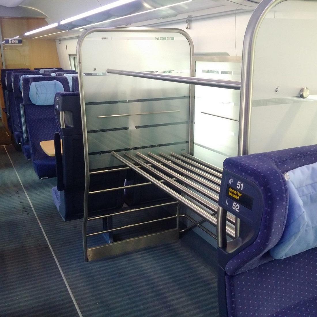 A nagyobb bőrönddel utazók számára fontosak a kocsikban kialakított csomagtárolók, mint ahogy az ICE4-eseken is jelen vannak (Kép: railguideeurope.com)