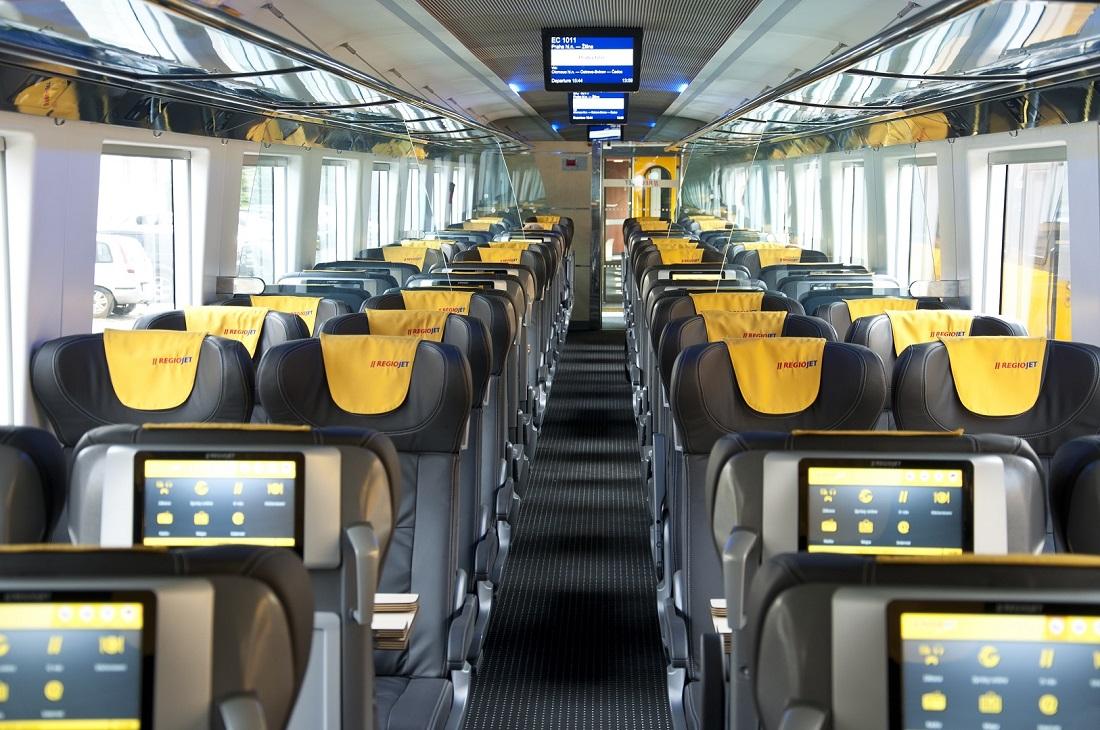 A Regiojet egyes kocsijaiban már saját eszköz sem kell a portál eléréséhez: beépített tableteket is használhatnak az utasok (Forrás: regiojet.cz)