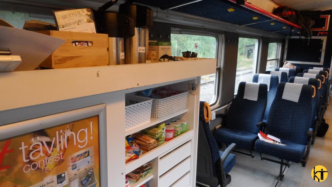A svéd Inlandsbanan vonatain a jegyvizsgálók működtetik a kis büfét, a kínálat és az árak a minden ülészsebben megtalálható fedélzeti magazinokban érhetőek el