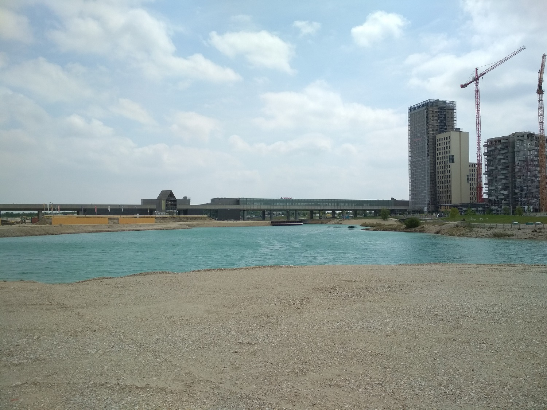 Ha kész lesz a városrész, ez a tó lesz a középpontjában – egyelőre még nem túl hívogató