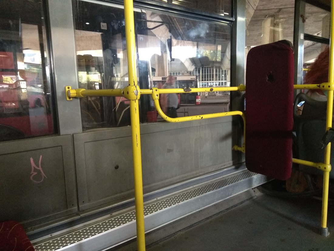 A buszok beltere többnyire borzasztóan lelakott