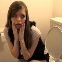 Ciki, ha az irodai vécéből kihallatszik a puki?