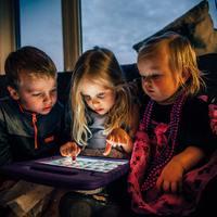 Otthon vagyunk, internetezünk – de vajon internetfüggőkké is válunk?